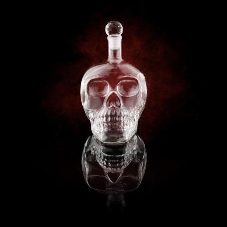 Bouteille tête de mort alcools vins